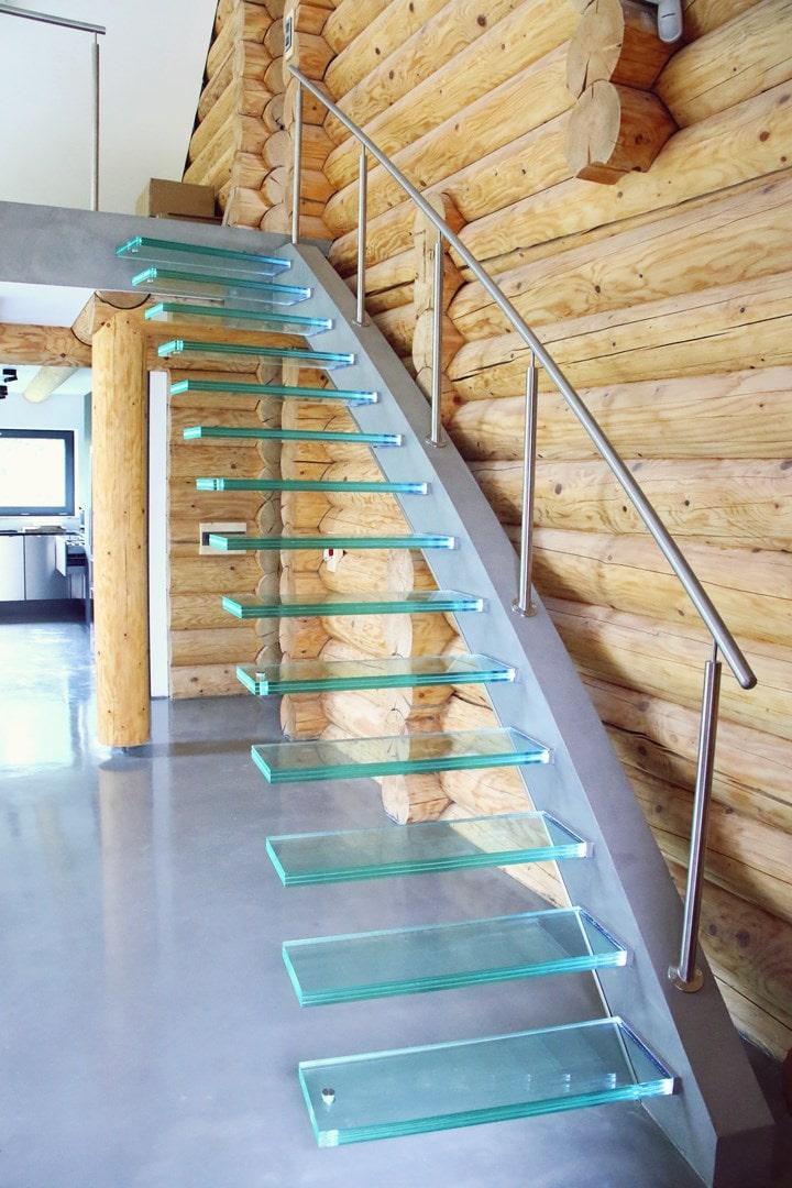 Bezpieczne, trwałe i wszechstronne klatki schodowe ze szkła